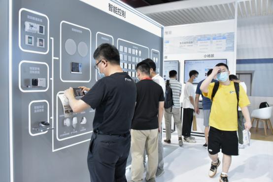 萤石亮相2021广州建博会 智能人脸视频锁C位出圈839.png