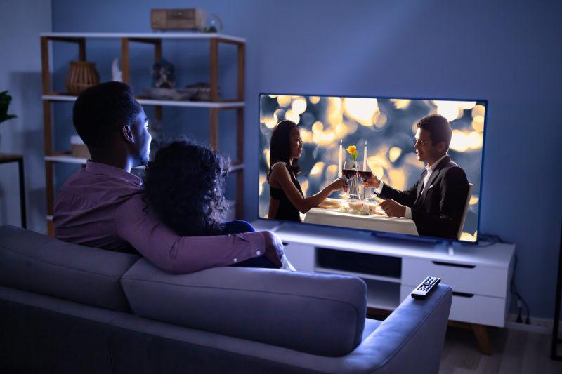 彩电行业掀起高端突围战 用户聚焦社交娱乐与极致显示